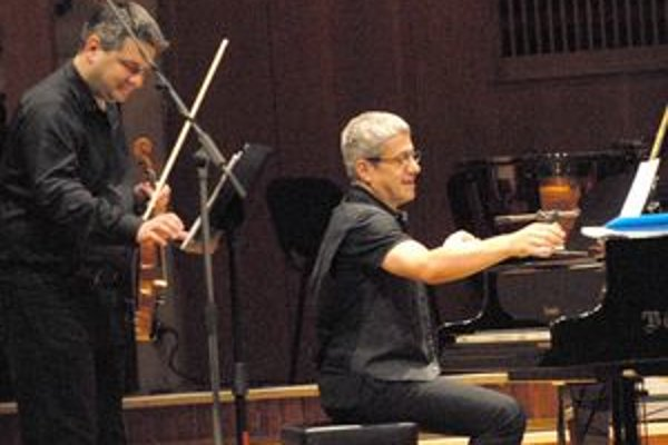Super Triango. Petra Breinera (klavír) a Stana Palúcha (husle) už pred rokmi spojil projekt Triango. Teraz sa opäť vydali spolu na turné.