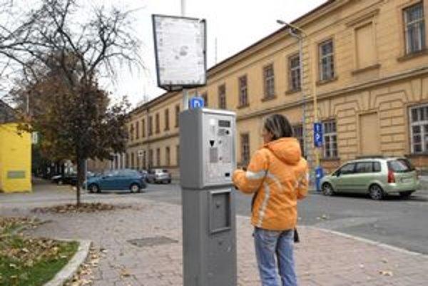 Platené parkovanie v Košiciach. Ročné výnosy z neho sú asi milión eur.