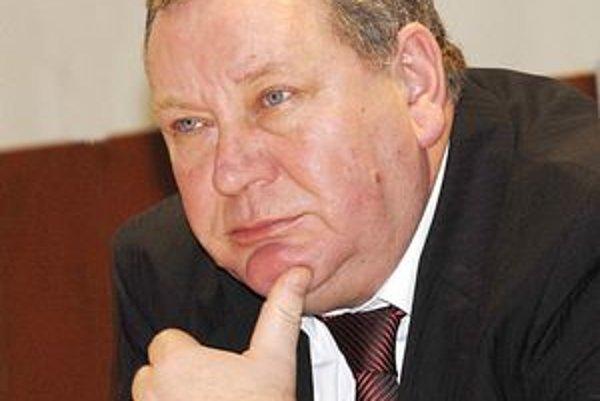 Emil Ďurovčík. Podpredseda KSK súhlasí so zvýhodneniami lekárov, keďže tí sú podľa neho prípadom osobitného zreteľa.