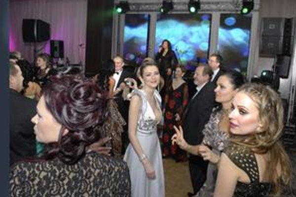 """Eva Varholíková. Necelý týždeň po zábave na rezešovskom plese musela svedčiť v kauze vyhrážania sa jej """"kamarátovi""""."""