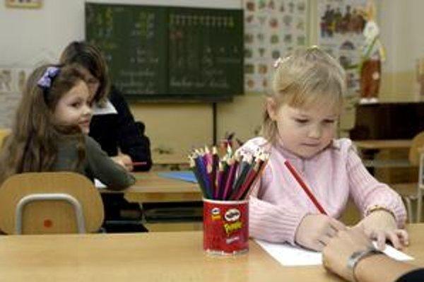 Zápis do prvého ročníka je povinný pre deti, ktoré dovŕšia šiesty rok do konca augusta 2011.