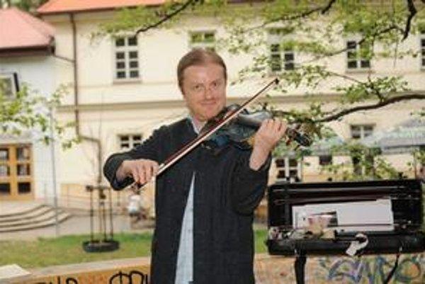 Pavel Šporcl. Ponúka nekonvenčnosť aj virtuozitu.