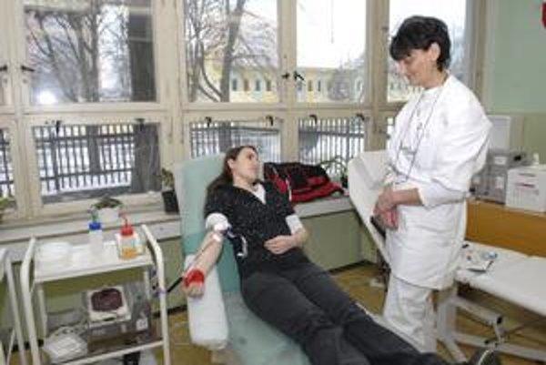 Aktívna študentka. Daniela darovala krv komfortne v škole.