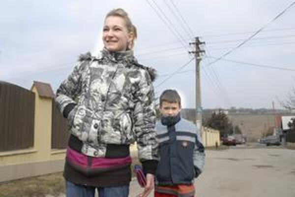 Zaskočená mamička. Martina so svojím synom, prváčikom Kikom tvrdí, že odstávka elektriny bude pre ňu problém. Zrejme sa odsťahuje k svojej mame.