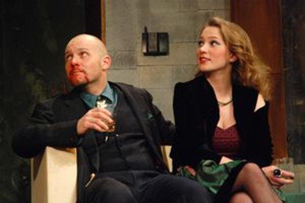 """Predstavenie """"Pletky"""". Hra sa začína ako klasická detektívka. Divák sa však ani nenazdá a stane sa súčasťou veselohry."""