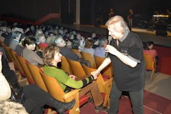 Uvoľnil sa. Do tanca vyzval aj dámu z publika - pani Zdenu.