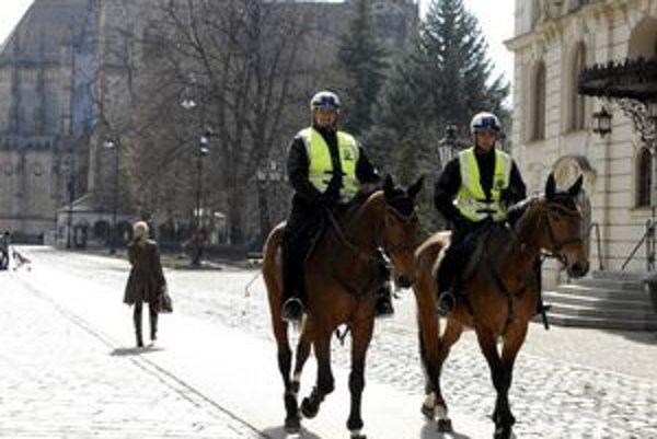 Policajti budú všade dohliadať na bezpečnosť.