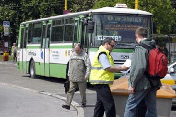 Infobus. Na stanici by mal stáť do 9. mája.