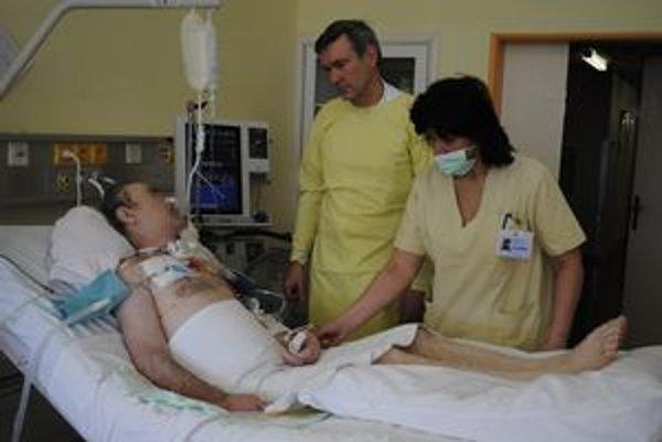 O pacienta na lôžku je postarané 24 hodín.