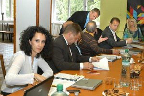 Správna rada o Jaurovej (vpredu) odvolaní rozhodla jednohlasne.