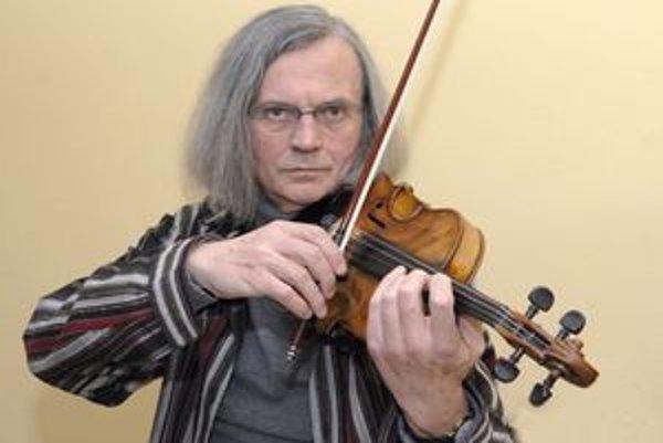 Karol Petróczi. Už niekoľko rokov vedie orchester Musica Cassovia.