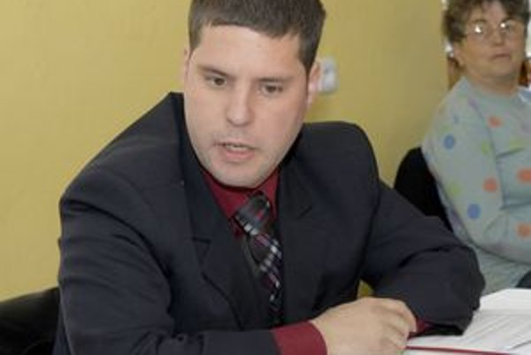 Miroslav Daňo tvrdí, že súhlasil s uznesením pre ľudí, ale žiadnemu podnikateľovi zákazku nedohodil.