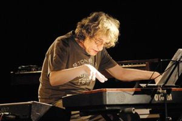 V zajatí nástrojov. Vargovi chýbal obľúbený Hammond organ.