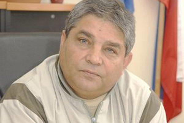 Starosta Ladislav Šaňa. Tvrdí, že odmeny okrem platu má za to, že na Luniku IX musí riešiť veľa problémov.