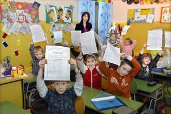 Hlavne malé deti berú vysvedčenia veľmi vážne.