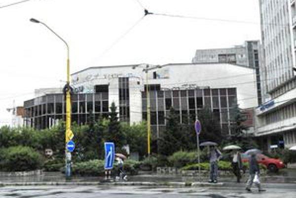 Nedostavaná kongresová hala pri hoteli Centrum.
