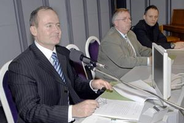 Jaroslav Hlinka. V boji o starostovskú stoličku od roku 1991 nenašiel premožiteľa. Silný protivník sa mu zatiaľ nečrtá ani na najbližšie voľby.