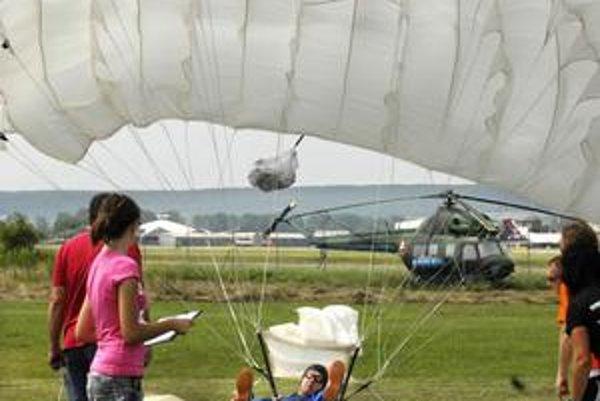 Rozhodovala presnosť pristátia. Parašutistom v sobotu počasie prialo.
