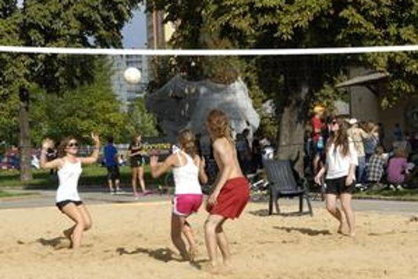 Posledné dni prázdnin si môžete spríjemniť aj plážovým volejbalom v Kulturparku.