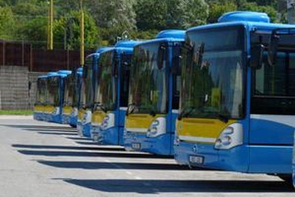 Nové autobusy-Každý je vo farbách mesta.