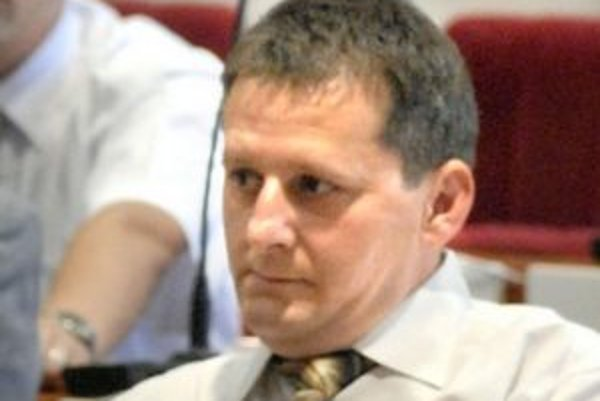 Štefan Derján (SMK). Sprenevera ho pripravila o poslanecké kreslo. Odmeny ani poslaneckú výbavu však doteraz nevrátil.