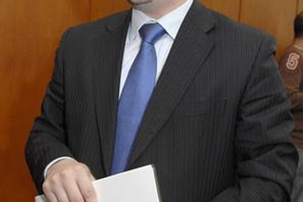 Štvornásobný poslanec Vargovčák tvrdí, že ak Smer stavia prvú ligu, musia to urobiť aj v SDKÚ-DS.