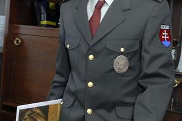 Policajný riaditeľ. R. Husár chce, aby jeho podriadení boli v uliciach aj v noci.