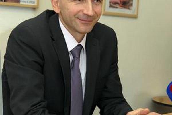 Nový riaditeľ Peter Krcho zatiaľ neopustil svoju srdcovú záležitosť, ostáva prednostom kliniky neonatológie.