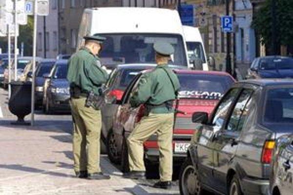 Od policajtov zatiaľ zákon ovládanie jazykov nevyžaduje.