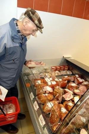 Dôchodcovia. Priemerný pár má príjem 636 eur, obľubujú bravčové mäso a rybací šalát.