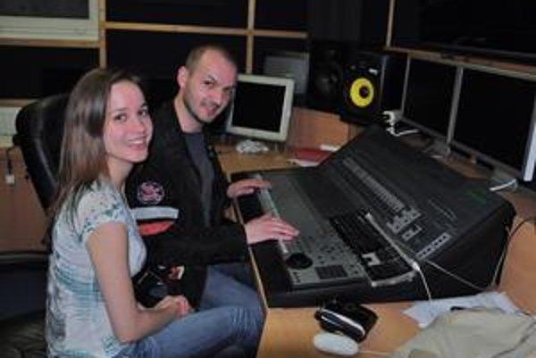 Kristína s Martinom Kavuličom v štúdiu pri práci na novom albume.
