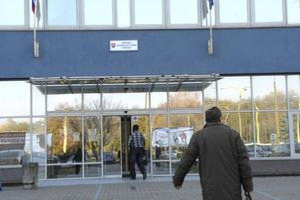 Úrad práce v Košiciach. Jej najväčší na Slovensku. Aj po škrtaní miest tu zostáva 459 zamestnancov.