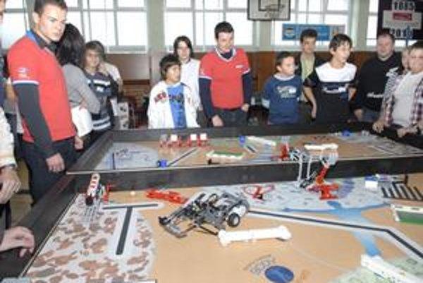 """Prvá Lego liga. Súťažiaci stavali roboty, """"sadrovali"""" kosti."""