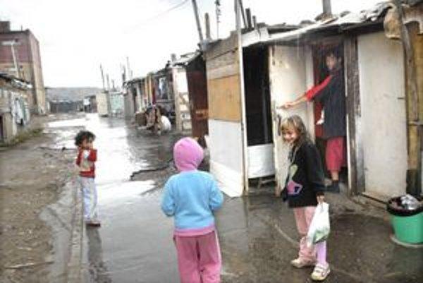 Prístrešky. Ich obyvatelia tam žijú v hrozných podmienkach.
