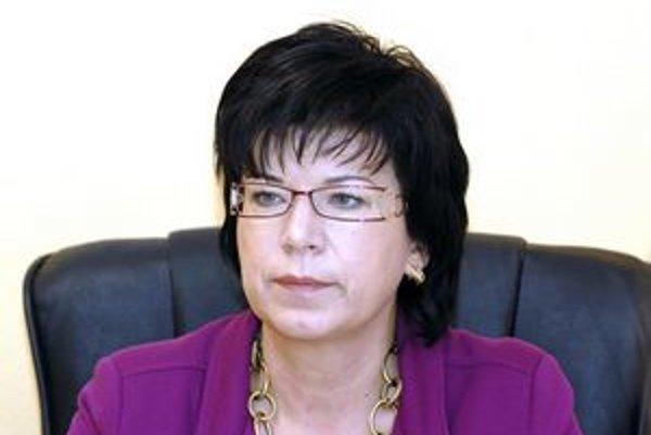 Iveta Marinová. Súčasná riaditeľka a jediná kandidátka medzi mužmi.