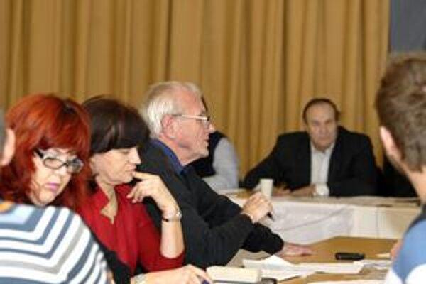 Posledné zastupiteľstvo v Košiciach. Konalo sa včera v mestskej časti Západ, teda dva dni pred komunálnymi voľbami.