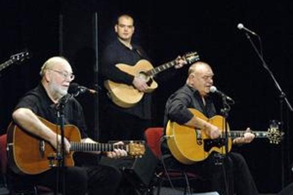 Nedvědovci stále v kurze. Koncerty bratov Nedvědovcov patria tradične k vypredaným. O ich muziku je aj po rokoch stále veľký záujem.