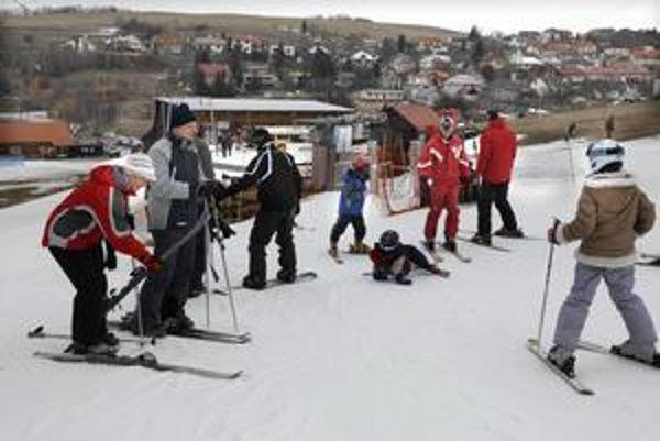 Zima prišla aj do Kavečian. Najbližšie lyžiarske stredisko pri Košiciach začne s prevádzkou tento piatok.