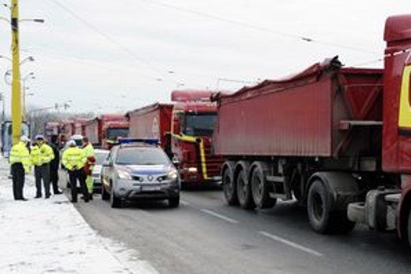 Polícia počas protestov v Košiciach monitorovala situáciu, zrejme príde aj na účtovanie.