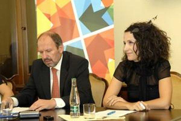 Primátor F. Knapík (KDH) a umelecká riaditeľka projektu Zora Jaurová. V týchto dňoch nemajú dôvod na úsmev. EHMK je ohrozené.