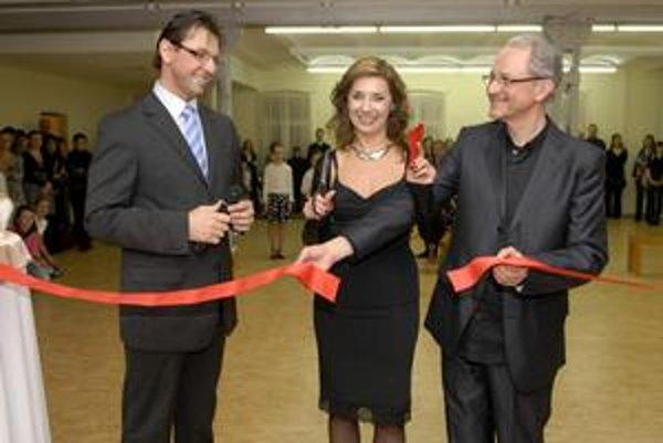 Slávnostný akt. Manželia Heribanovci prestrihli symbolickú pásku na novej tanečnej sále.