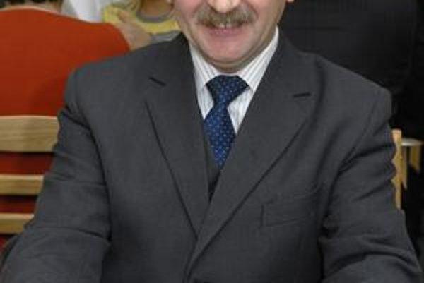 Dušan Bosák. Včera zložil poslanecký sľub.