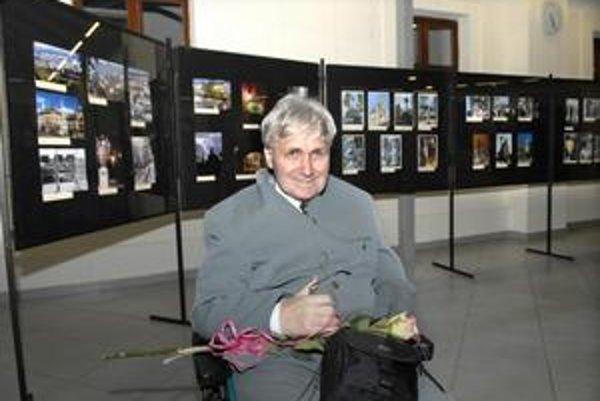 Nepoddajný fotograf. Napriek neľahkému osudu Tibor Kováč teší verejnosť svojimi fotografiami.