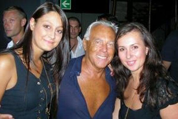 Lucia (vpravo) sa v klube Armani Privee odfotila s G. Armanim i talianskou kamarátkou.