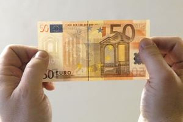Na bankovke s vyšším nominálom sa oplatí skontrolovať aspoň vodotlač.