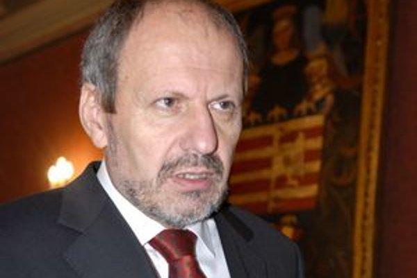 František Knapík (KDH). Primátor tvrdí, že 43-tisíc eur na reprezentačné výdavky a dary nie je priveľa.