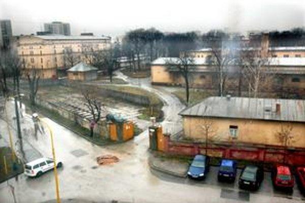 Kasárne Kulturpark. Za vstupnou bránou by mal vzniknúť priestor na stretávanie, časť múru padne.