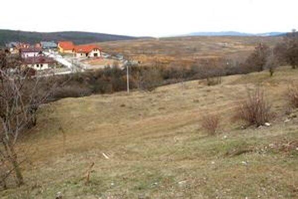 Dopravné stavby. Od posledných domov v Myslave povedie po lúke nová cesta z Klimkovičovej ulice do lokality Kopa.