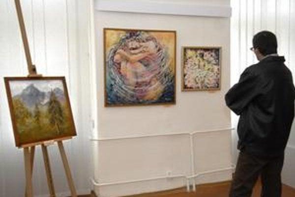 Pestrosť tvorby. Na výstave v Galérii KOS prezentujú svoje diela výhradne dámy.