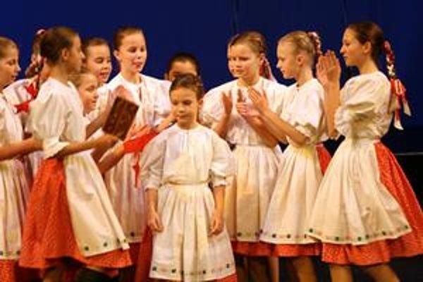 Záplava folklóru. Okrem detí zo Železiarika sa v nedeľu premiérou predstavia i folkloristi zo Železiaru.